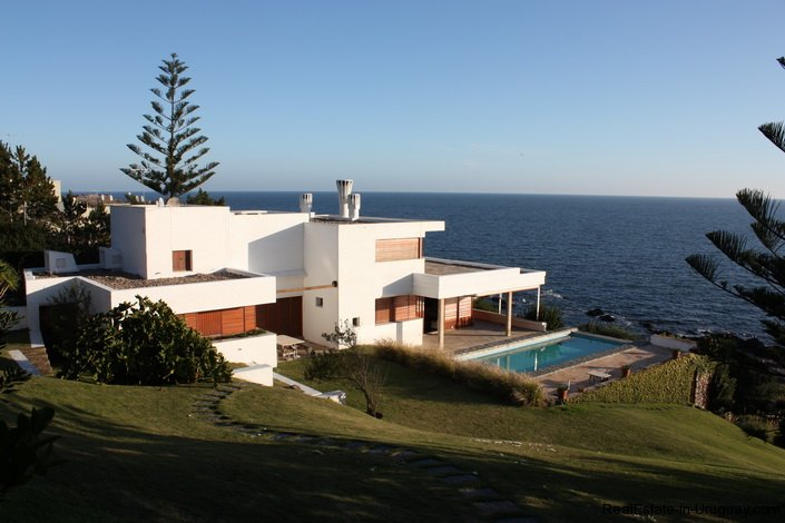 Well Built Seafront House Realestate In Uruguay