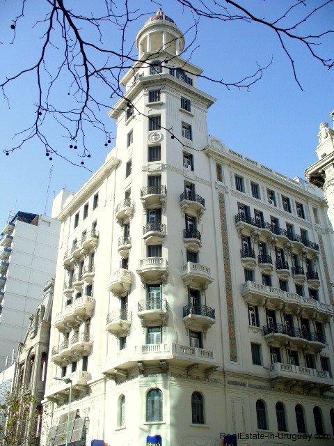 Historical-building-in-Montevideo-Uruguay